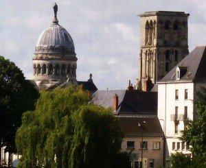 dome-de-la-basilique-St-Martin-et-tour-charlemagne